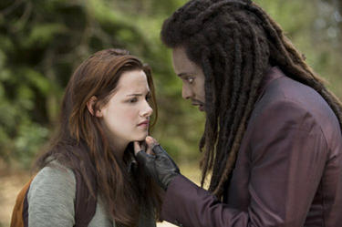 "Kristen Stewart and Edi Gathegi in ""New Moon."""