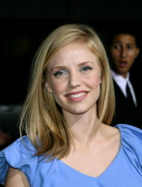 Kelli Garner Picture