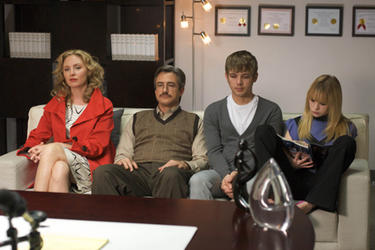 Hope Davis as Bunnie Burnett, Dermot Mulroney as Jack Burnett, Max Thieriot as Eric Burnett and Brittany Robertson as  Kelly Burnett in ``The Family Tree.''