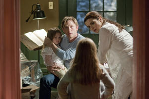 Claire Geare as Dee Dee, Daniel Craig as Will Atenton and Rachel Weisz as Libby Atenton in ``Dream House.''