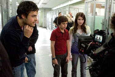 "Director Thor Freudenthal, Jake T. Austin and Emma Roberts on the set of ""Hotel for Dogs."""