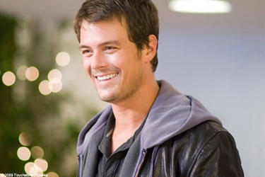"Josh Duhamel as Nick in ""When in Rome."""