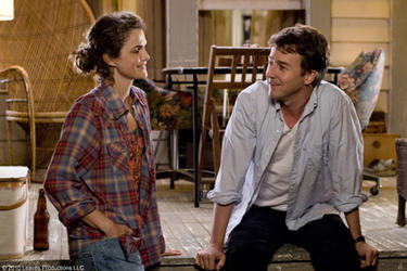 "Keri Russell as Janet and Edward Norton as Bill Kincaid in ""Leaves of Grass."""