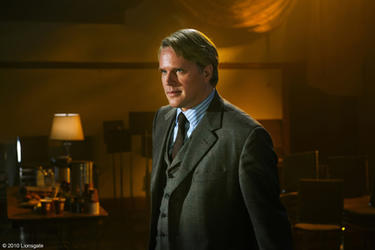 "Cary Elwes as Dr. Gordon in ""Saw 3D."""