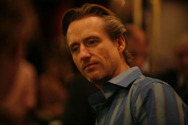 "Linus Roache as Teddy in ""Yonkers Joe."""