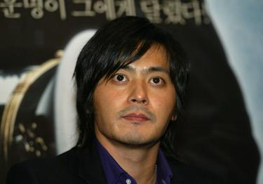 "Jang Dong-gun at the press conference of ""Typhoon."""