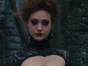 Beautiful Creatures: Forbidden Romance (Featurette)