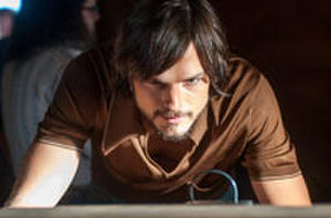 Watch Exclusive New Trailer from 'Jobs' Plus Live Chat with Ashton Kutcher Hosted by Dave Karger