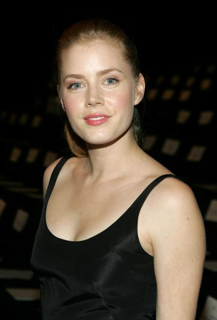 Amy Adams at the Oscar De La Renta Spring 2006 fashion show during the Olympus Fashion Week.
