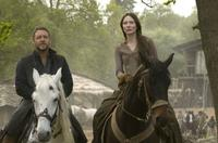 Russell Crowe as Robin Longstride and Cate Blanchett as Marion Loxley in
