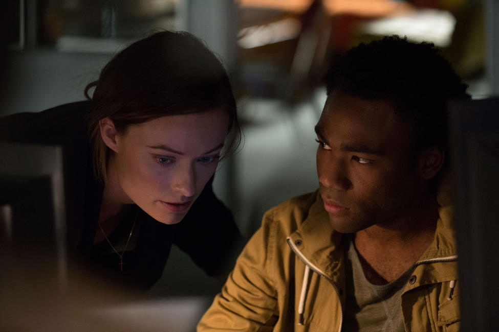 Olivia wilde and donald glover in &;the lazarus effect.&;