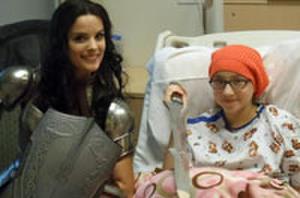 Snapshot: 'Thor: The Dark World' Star Jaimie Alexander Visits Children's Hospital Dressed As Lady Sif