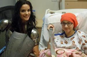 Snapshot: 'Thor: The Dark World' Star Jaimie Alexander Visits Children's Hospital Dressed As Lady Sif
