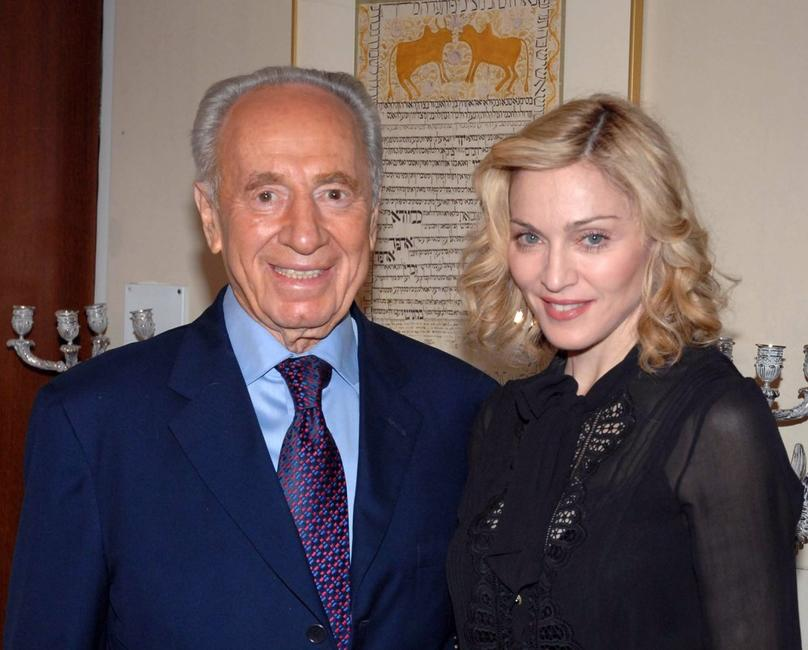 Madonna and Israeli President Shimon Peres at the Israeli Government Press Office (GPO).