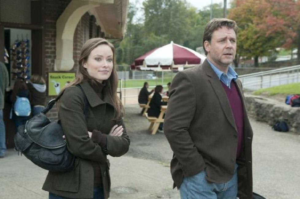 Olivia Wilde as Nicole and Russell Crowe as John Brennan in