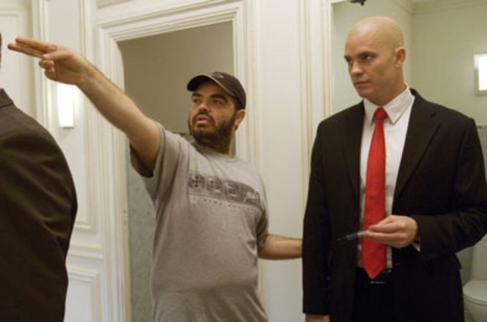 Director Xavier Gens and Timothy Olyphant on the set of