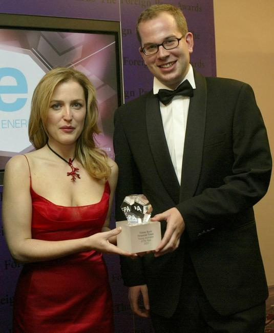 Gillian Anderson and Tobias Buck at the Foreign Press Association Media Awards.