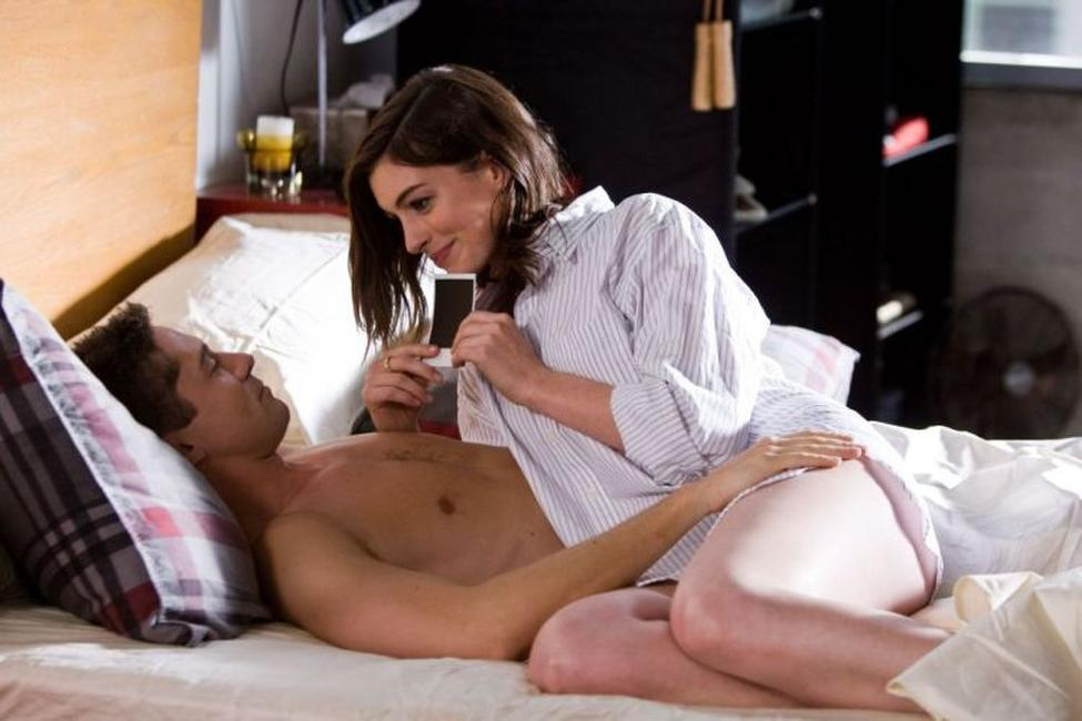Topher Grace as Jason and Anne Hathaway as Liz in