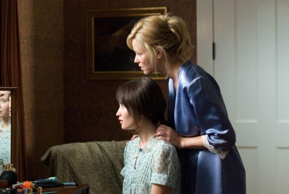 Emily Browning as Anna and Elizabeth Banks as Rachel in