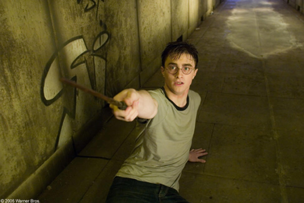Harry Potter (Daniel Radcliffe) prepares to defend himself in