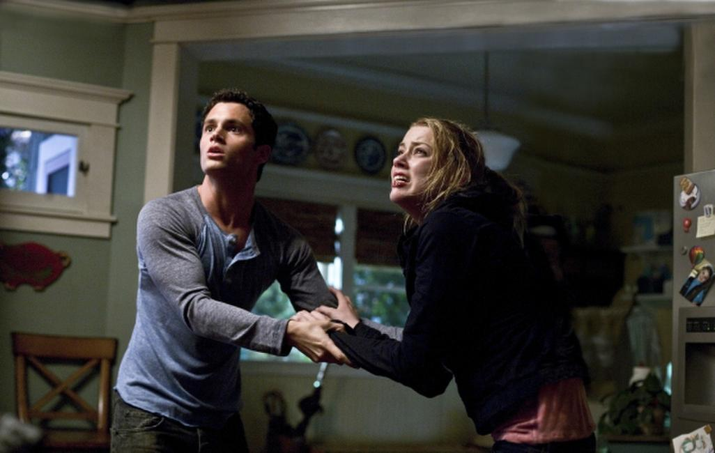 Penn Badgley and Amber Heard in