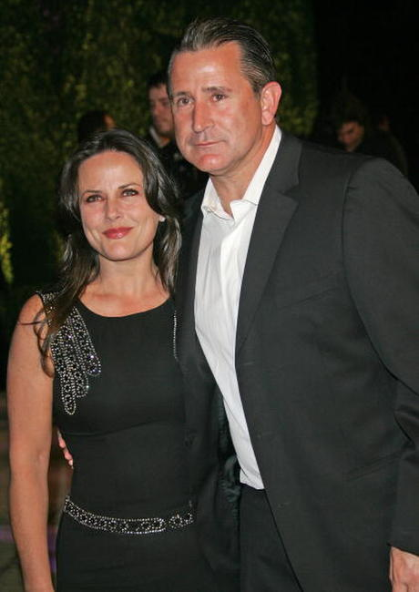Anthony LaPaglia and his wife Gia Carides at the 2007 Vanity Fair Oscar Party at Mortons.