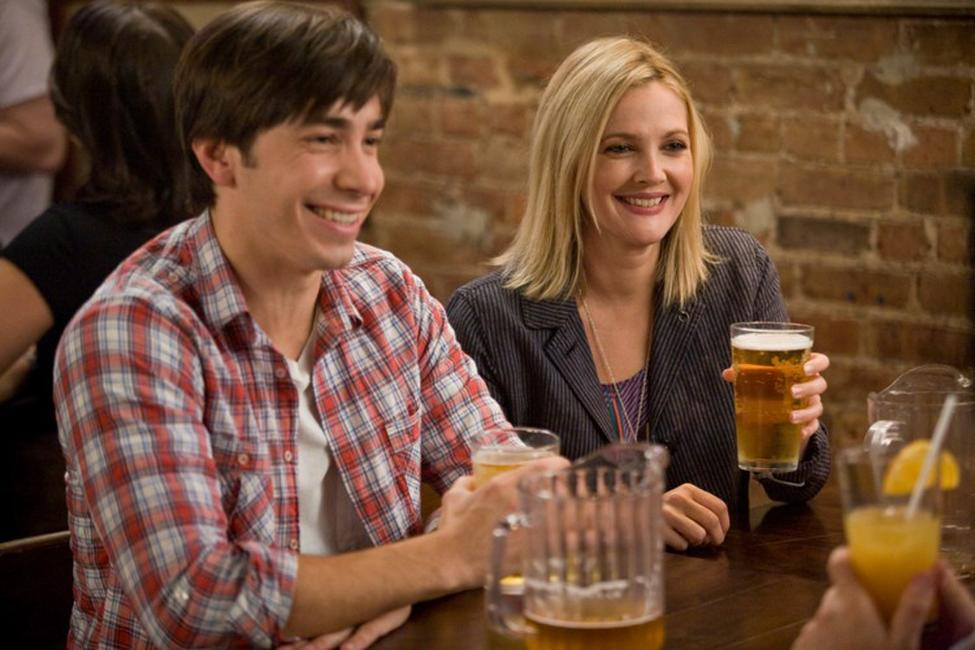 Justin Long as Garrett and Drew Barrymore as Erin in