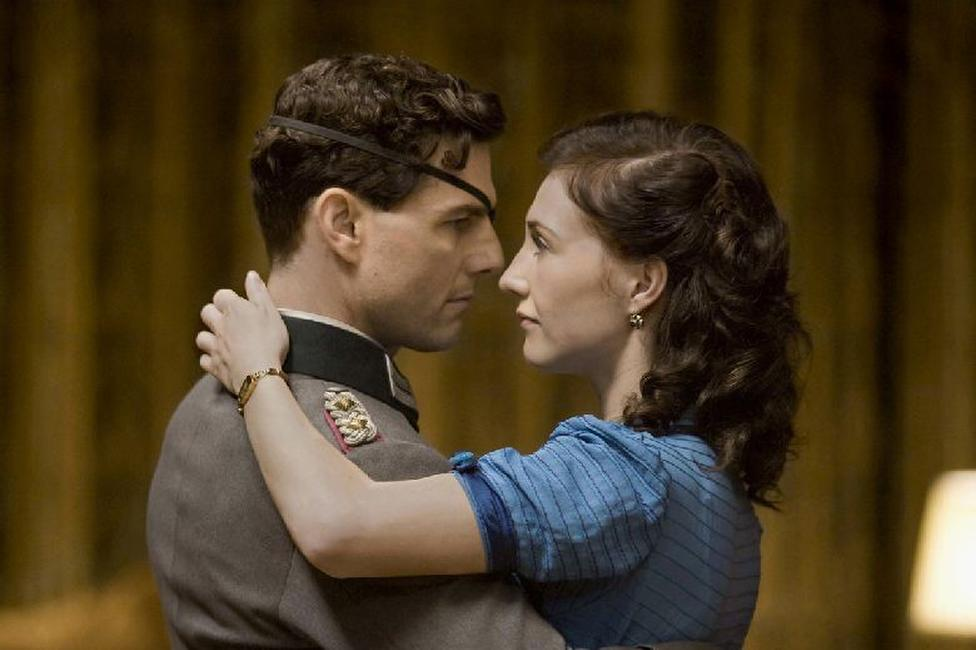 Tom Cruise as Colonel Claus von Stauffenberg and Carice Van Houten as Nina in