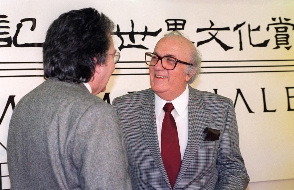 Federico Fellini and Antoni Tapies after receiving the Praemium imperiale Award.