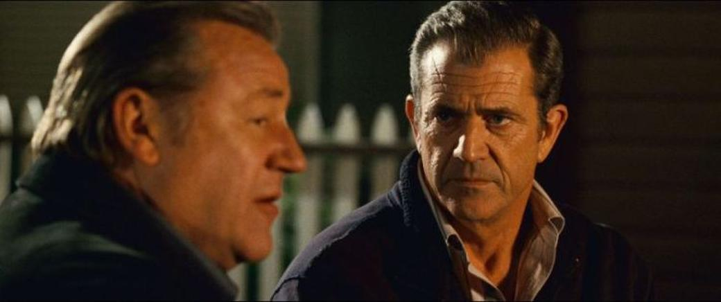 Ray Winstone as Darius Jedburgh and Mel Gibson as Thomas Craven in
