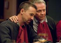 Edward Norton as Ray Tierney and Jon Voight as Francis Tierney, Sr. in