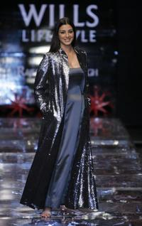Tabu at the Grand finale of Wills India Fashion Week.