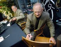 Gene Hackman and Daniel Lenihan at the signing of poster from his movie