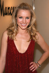 Kristen Bell at a preview fashion show of the Spring/Summer 2007 collection of Emanuel Ungaro and Creative Director Peter Dundas in Beverly Hills.