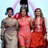 Indrani Dasgupta, Katrina Kaif and Yana Gupta at the Grande Finale of 2004 Lakme India Fashion Week (LIFW).