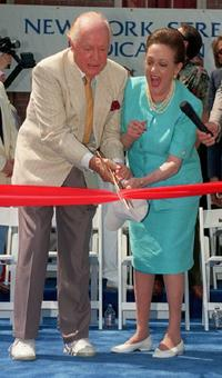 Dorothy Lamour and husband Bob Hope as they cut the ribbion dedicate Paramount Pictures.