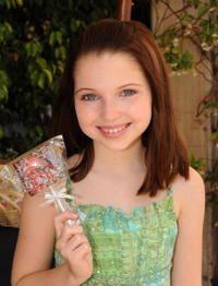 Sammi Hanratty at the Expressive Fortunes booth during the 2008 DPA Garden Party.