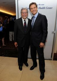 Tony Bennett and Dr. Mehmet Oz at the Announcement of a $20 million gift to establish the Iris Cantor Men's Health Center.