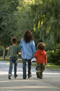 Alexis Llewellyn, Halle Berry and Micah Berry in