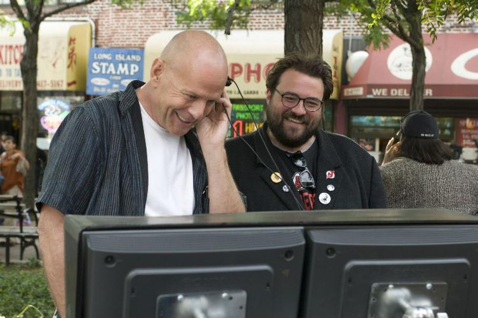 Bruce Willis and director Kevin Smith on the set of