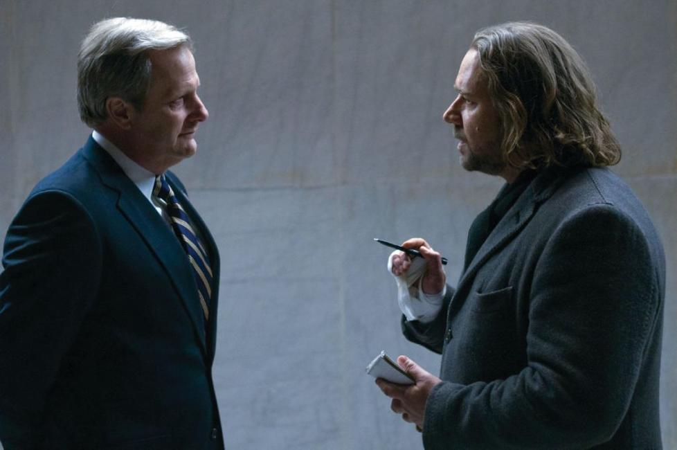 Jeff Daniels as George Fergus and Russell Crowe as Cal McAffrey in