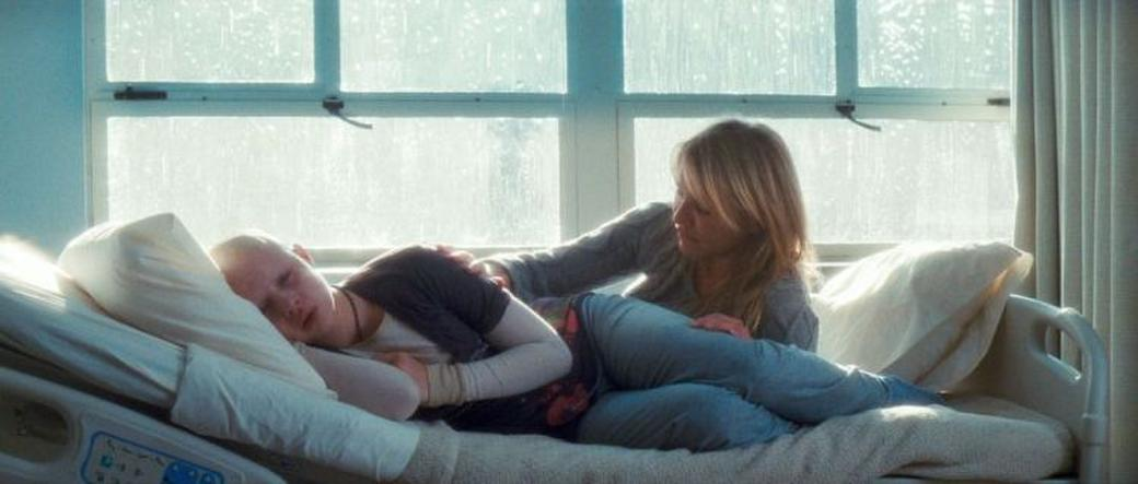 Sofia Vassilieva as Kate and Cameron Diaz as Sara in