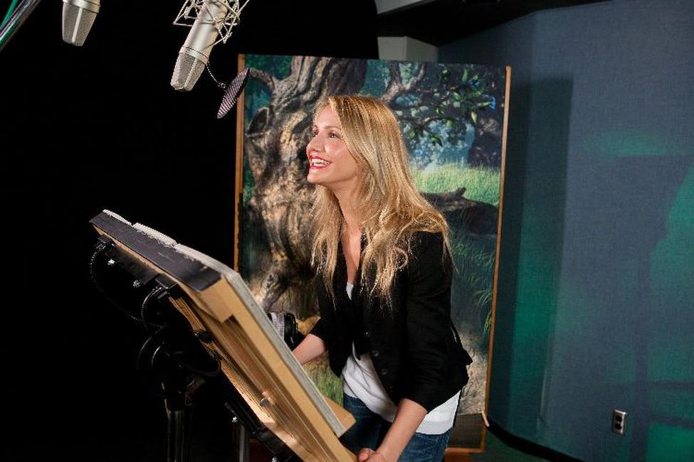 Cameron Diaz voices Fiona in
