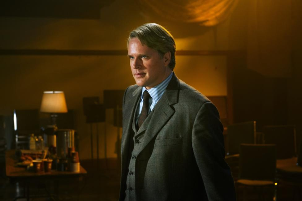 Cary Elwes as Dr. Gordon in