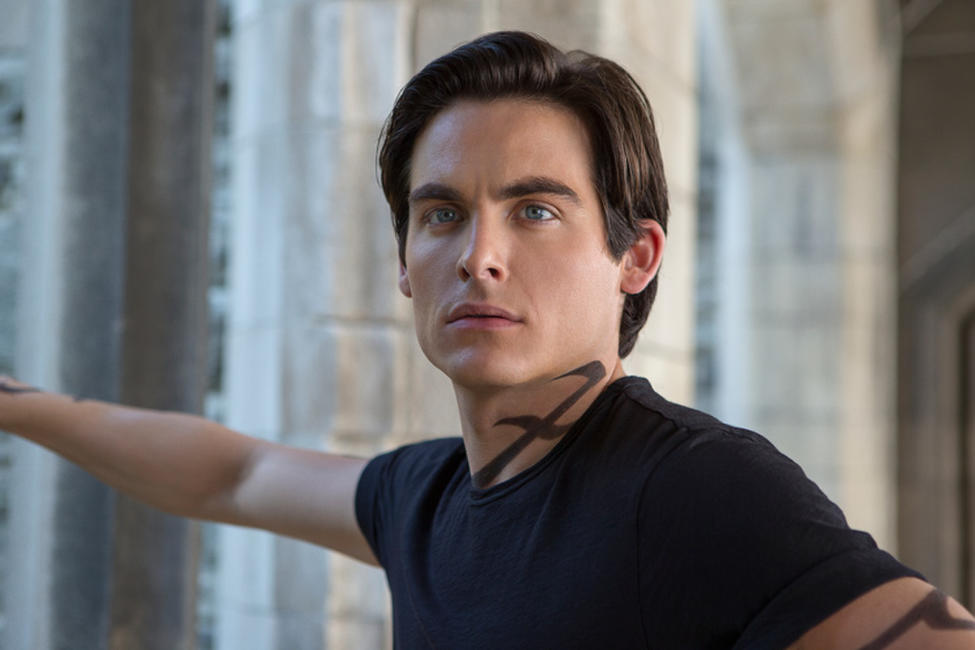 Kevin Zegers as Alec Lightwood in