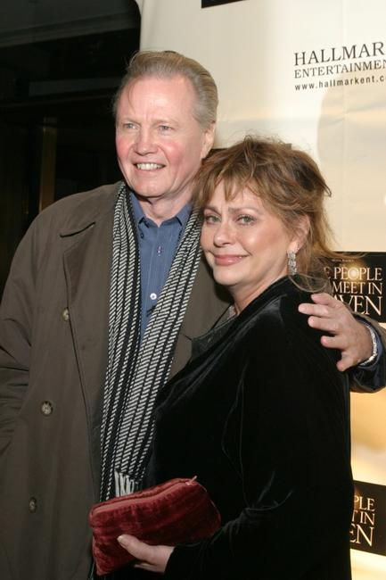 Elizabeth Ashley and Jon Voight at the premiere of