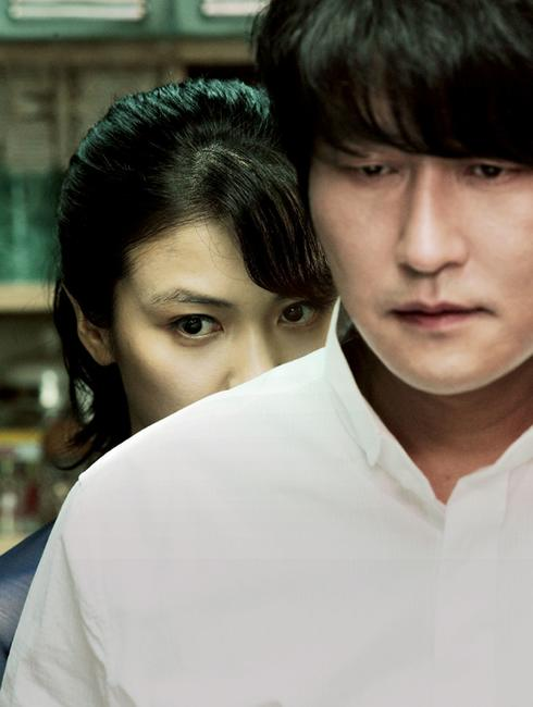Kim Ok-vin as Tae-ju and Song Kang-ho as Sang-hyun in
