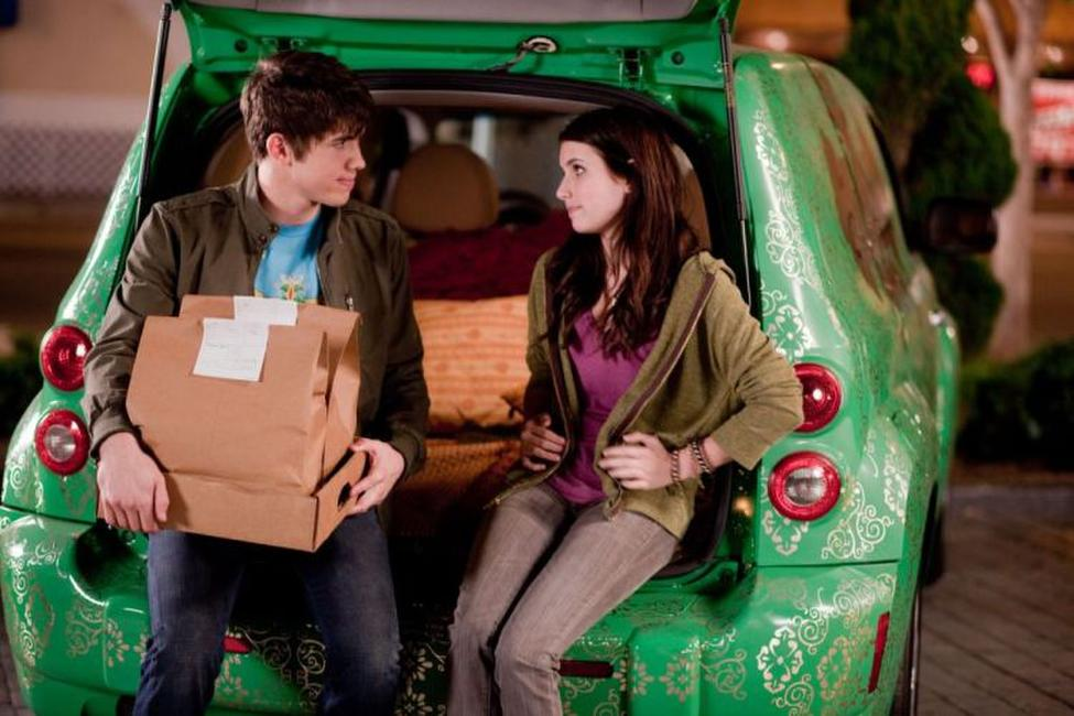 Carter Jenkins as Alex and Emma Roberts as Grace in