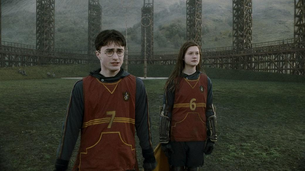 Daniel Radcliffe as Harry Potter and Bonnie Wright as Ginny Weasley in