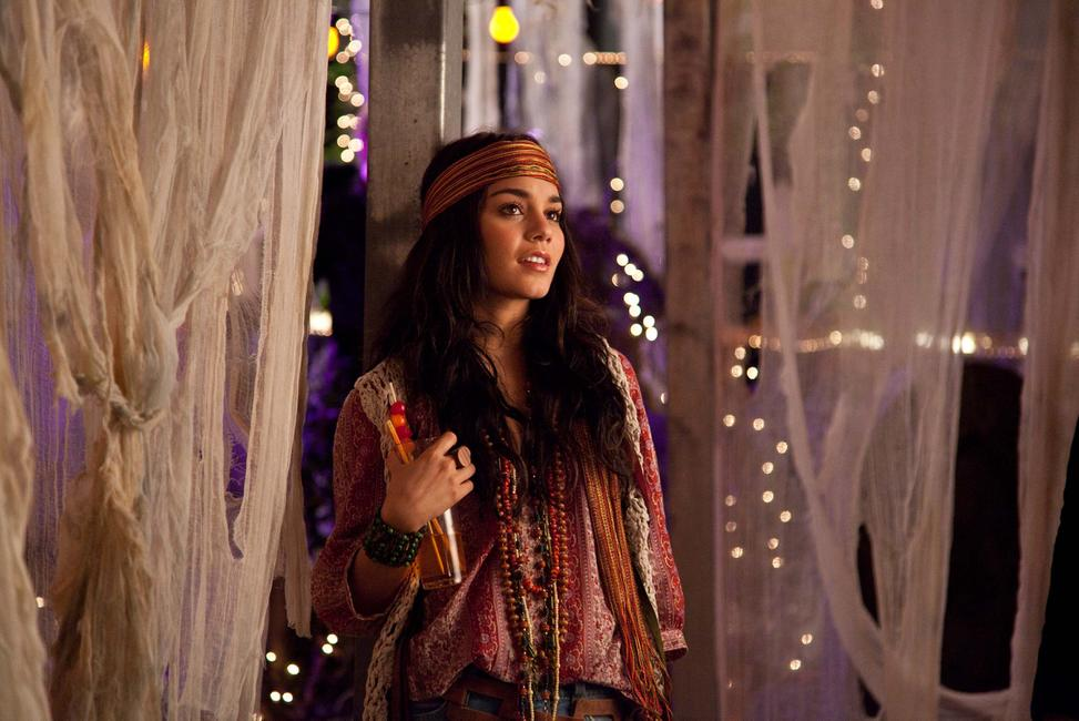 Vanessa Hudgens as Linda in